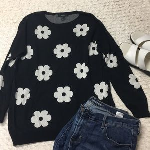 Forever 21 Mod Floral Sweater 🌸